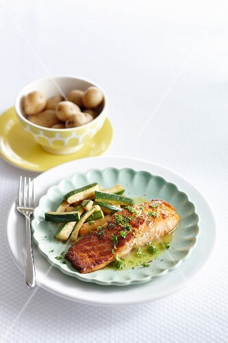 Honey salmon with courgettes in a parsley sauce