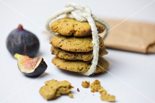 Healthy biscuits with seeds and figs