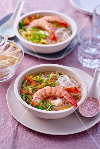 Pot au feu with glass noodles and prawns (Vietnam)