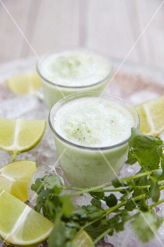 Yoghurt smoothies with herbs and limes