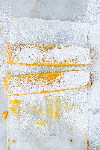 Shortbread with passion fruit and icing sugar