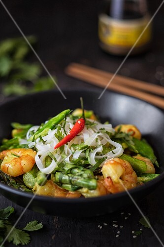 Laksa lemak (coconut curry with prawns, rice noodles and vegetables, Malaysia)