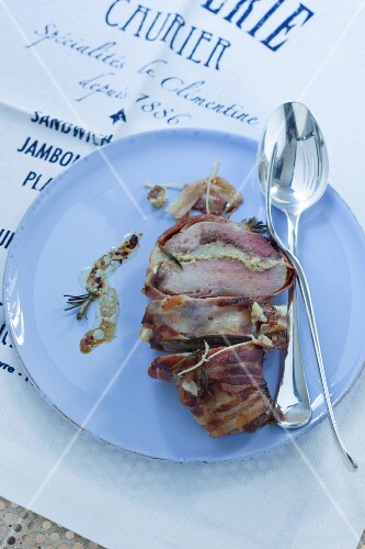 Pork fillet with Pecorino wrapped in bacon