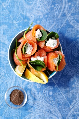 Smoked salmon with herb cream cheese and spinach