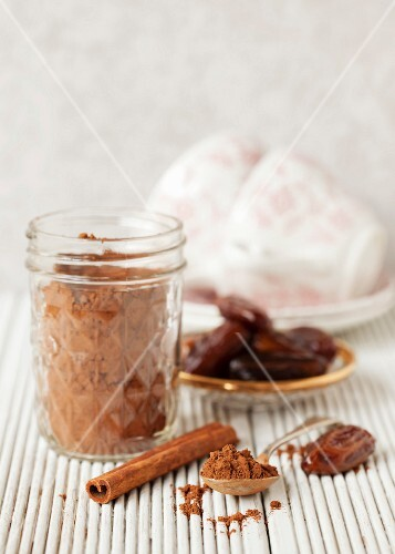 Cocoa powder, dates and cinnamon – ingredients for healthy hot chocolate