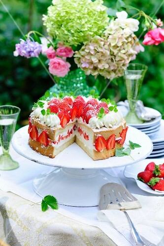 Angel cake with strawberries