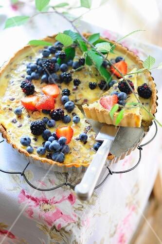 Summer fruit cake with crème caramel and crème fraîche ...