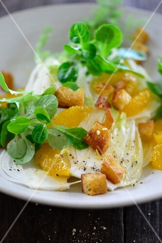 Fennel and orange salad with croutons