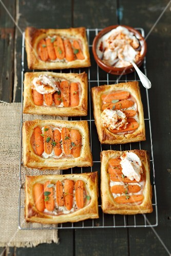 Puff pastry slices with ham, cream cheese, mini carrots and yoghurt sauce