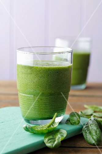 Fruity Popeye smoothie with spinach and cucumber (simpley glyx)