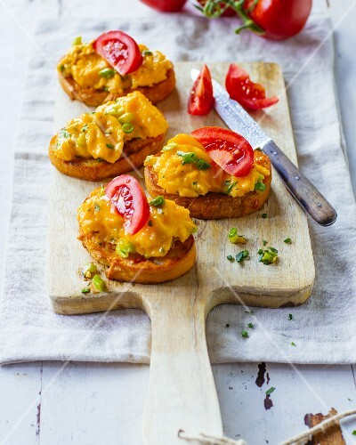 Spring scrambled egg with chives on a tomato baguette