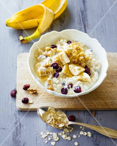 Cream cheese with bananas and cranberries