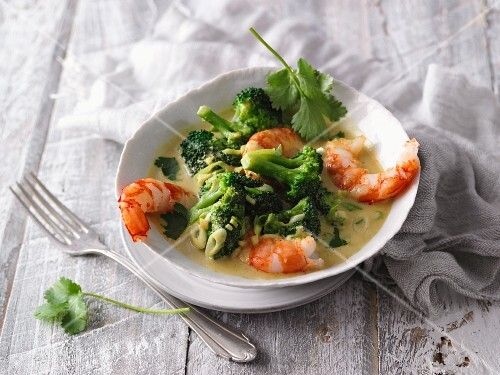 Thai prawn curry with broccoli and peanut butter