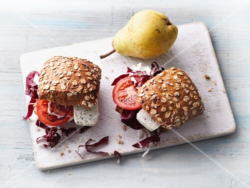 Wholemeal rolls with tofu, tomatoes and radicchio