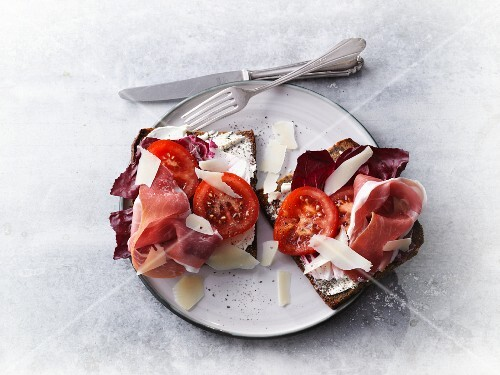 Protein bread with Parma ham, Radicchio, tomatoes and Parmesan cheese