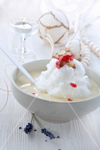 Ile Flottantes (beaten egg white on vanilla sauce, France) for Christmas