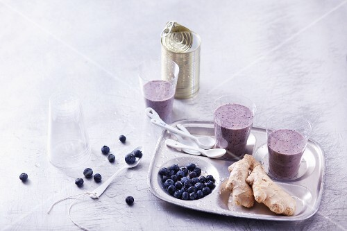 Banana and blueberry smoothies with ginger and coconut milk
