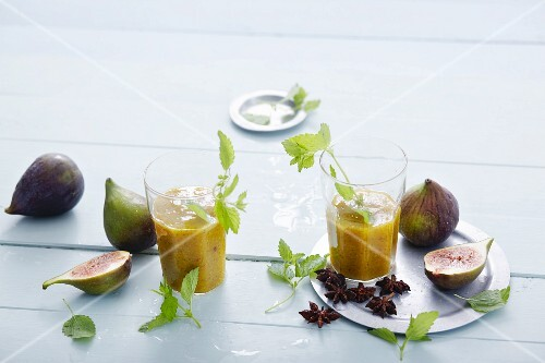 Fig and mango smoothies with lemon balm and star anise