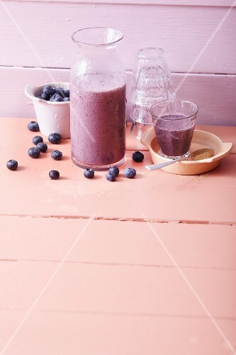 Blueberry smoothies with bananas, almond milk and cinnamon