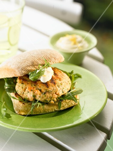 Salmon burger with rocket