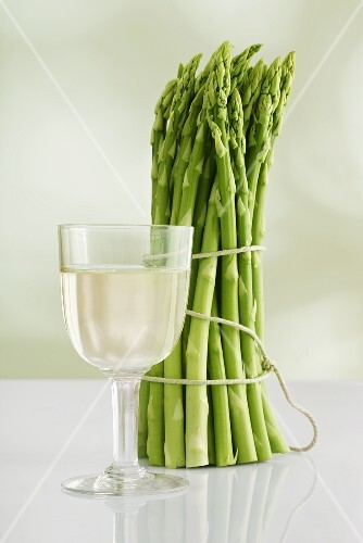 A bunch of asparagus and a glass of white wine