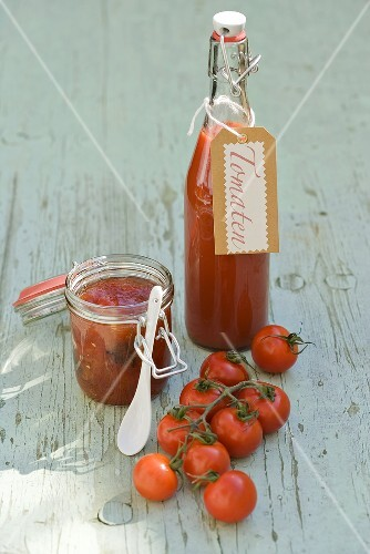 Home-made tomato sauce and fresh tomatoes