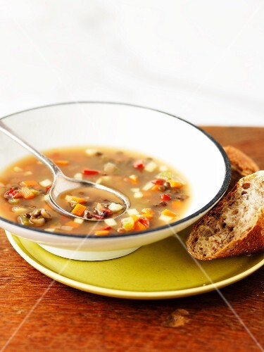 Vegetable soup with bread