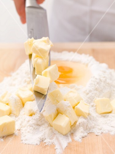 Shortcrust pastry ingredients: flour, egg and butter