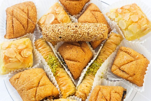 Various types of Oriental cakes