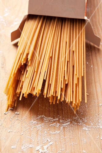 Wholemeal spaghetti in a box