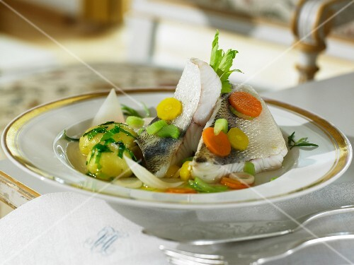 Zander with vegetable broth and parsley potatoes