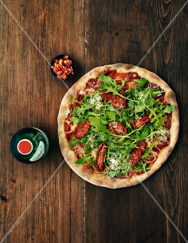 Pizza with rocket and dried tomatoes