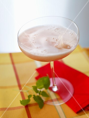 'Red Kiss' (champagne cocktail with cherry brandy)