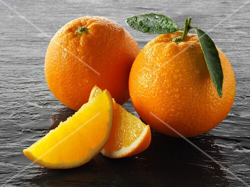 Two whole oranges and two oranges wedges