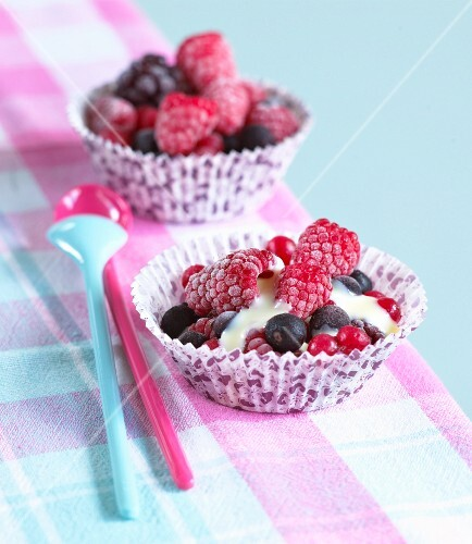 Frozen berries with white chocolate sauce
