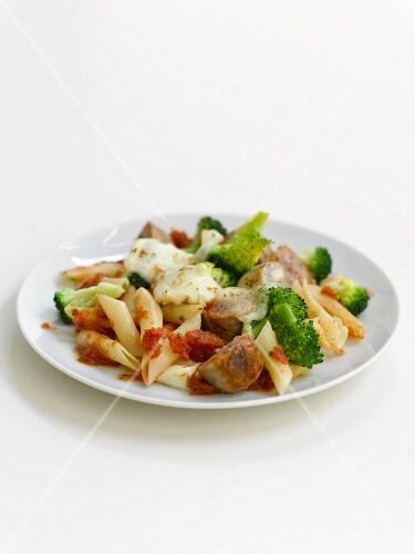 Penne pasta bake with sausages, broccoli and cheese