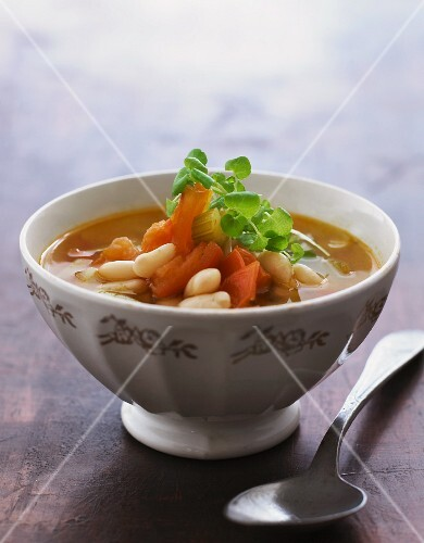 Vegetable soup with tomatoes and white beans