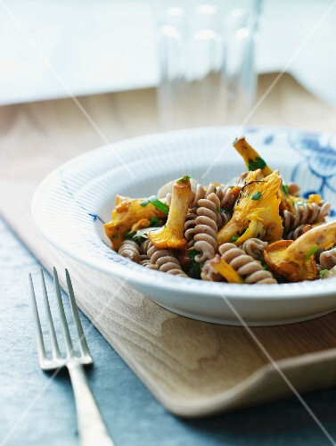 Wholemeal fusilli pasta with chanterelle mushrooms