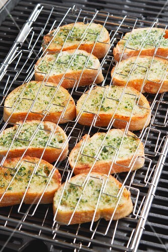 Grilled garlic baquettes