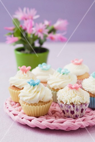 Cupcakes on a pink pot holder