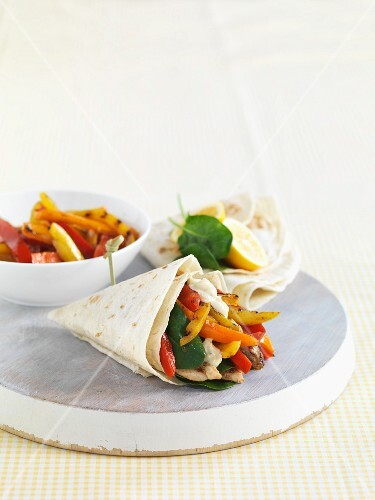 Pita wraps with pepper and chicken