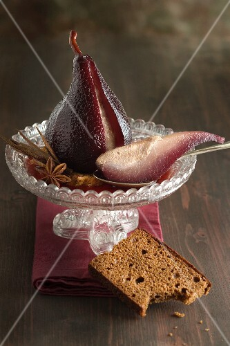 Red wine pears with gingerbread
