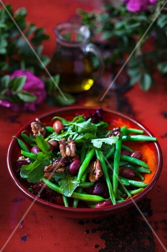 Green bean salad with rocket, olives and walnuts