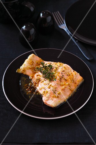 Fried salmon fillet with coarse mustard and thyme
