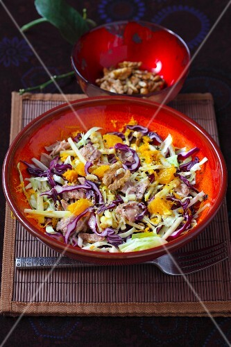 Coleslaw with oranges and walnuts