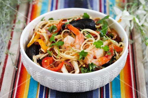 Spaghetti with seafood and peppers