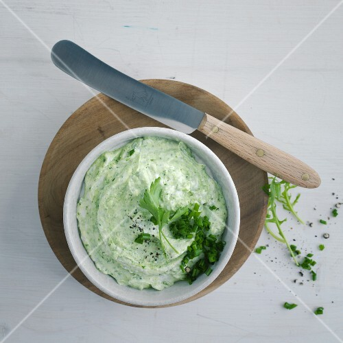 Herb quark with chives and parsley (seen from above)
