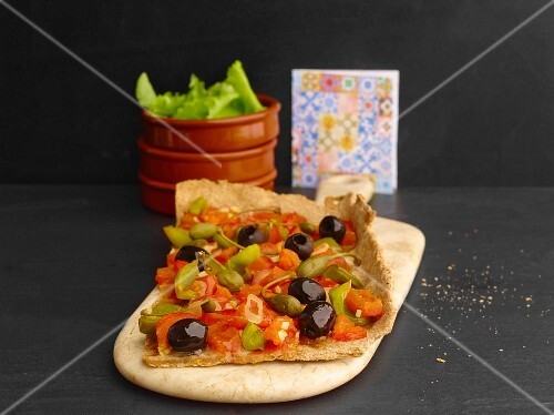 Coca (Catalonian unleavened bread) with vegetables