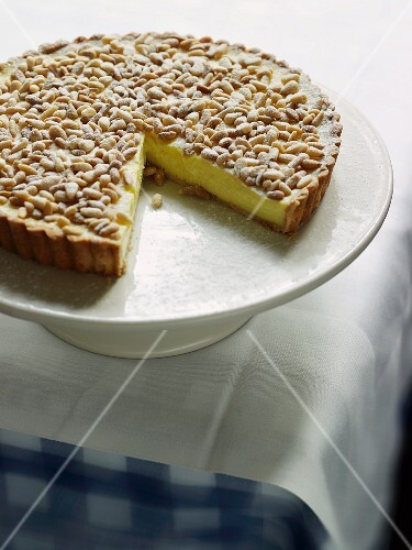 Pecan nut tart with custard cream