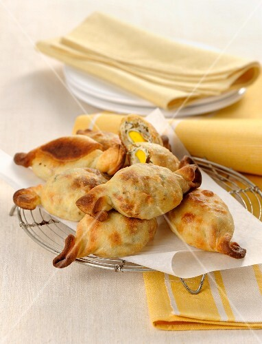 Sweet-shaped pastries filled with artichokes